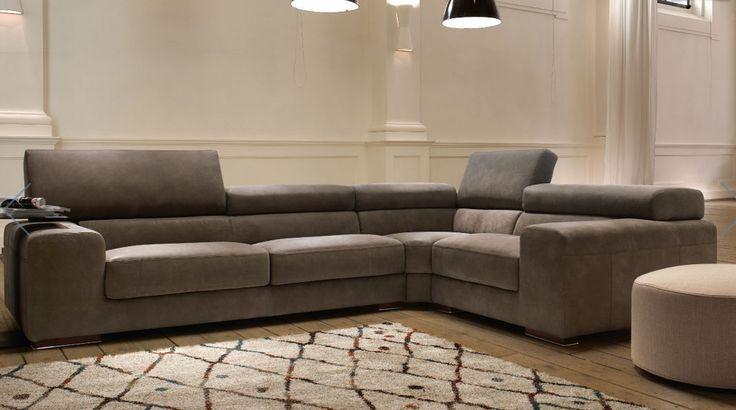 Un divano elegante e moderno dotato di poggiatesta reclinabili...disponibile su misura grazie alle sue molteplici composizioni.