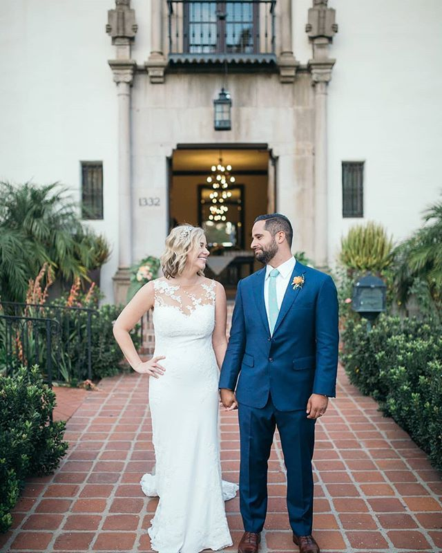 Jen And Tommy Chose An Elegant Riviera Mansion Wedding In Santa Barbara To Celebrate Their Marriage Ceremony Mansion Wedding Wedding Styles Ceremony Venue