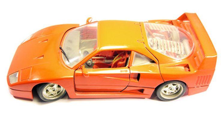 Como ajustar o tempo em um Toyota Corolla. É necessário ajustar o tempo em um Toyota Corolla periodicamente para garantir o funcionamento adequado, a eficiência de combustível e garantir emissões mais baixas. Este guia abrange os modelos Toyota Corolla com sistemas de ignição distribuídos, construídos depois de 1977. Modelos Toyota Corolla com um sistema de ignição distribuidor menor ...
