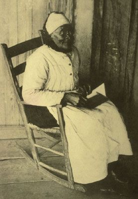 """""""Druella Jones or """"Aunt Jonas,"""" Alabama, 1915  age 94. """"She and two others were the only old slaves I found who were not loyal to their owners. During the [civil] war she tried to burn her master's house"""""""""""