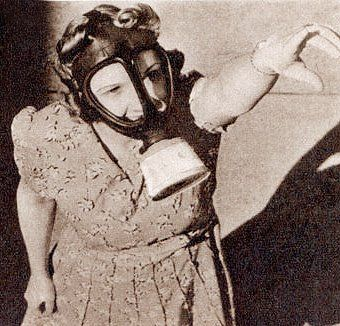 women back in the 1940s had to do their hair so they could have their gas mask fir properly...bet ladies now and days never think of that wile doing their hair hahahaha