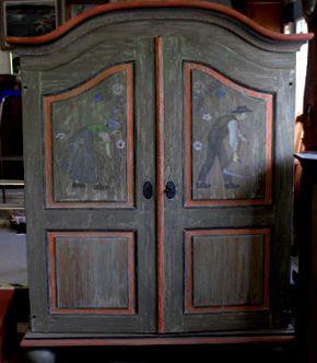 Niezwykła, majestatyczna szafa ziemiańska w stylu barokowym. Pochodzi z 1819 roku. Poddana została gruntownej, profesjonalnej renowacji - z zachowaniem oryginalnego charakteru dekoracji malarskiej. http://ateliermalowana.pl/