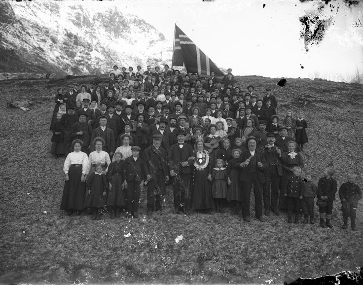 Norwegian Weddings from the Early 20th Century . Knut Aaning was born in Stryn, Norway on April 23rd, 1880. He trained as a photographer in Bergen and then returned to Stryn to work as a photographer in the Oppstryn area. Aaning most likely worked out of his home. When he died in 1922, thousands of glass plate negatives were stored in his house. Here are 10 amazing photographs of Norwegian weddings were taken by Aaning from the early 20th century.