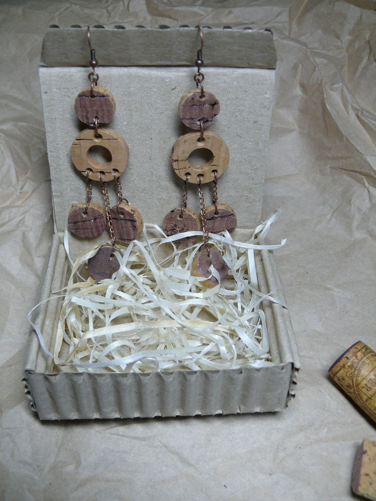 Wine cork art, Made in Ukraine Украшения и бабочки из винных пробок.http://www.cork-art.com/