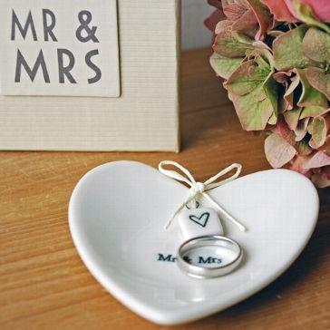 """Ringschale """"Mr & Mrs"""" zur Aufbewahrung der Eheringe"""