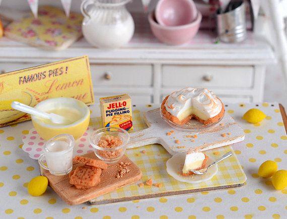 Miniature Lemon Meringue Cream Pie with Graham por CuteinMiniature
