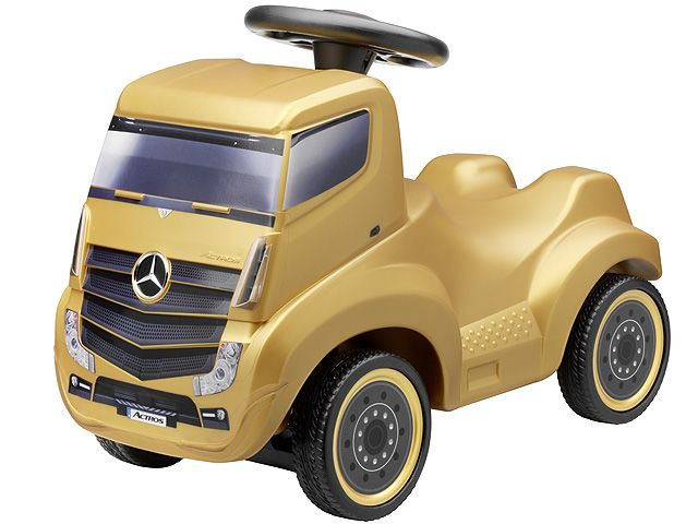 Actros ride-on car gold B66004151 Mercedesβ-Benz Actros 2 as childrens ride-on car.  Semitrailer tractor. Various colours. Plastic. Infinitely adjustable precision steering with small turning circle.  Size: 59 x 30 x 45 cm. Age 18 months+.