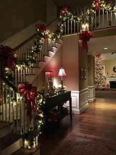 Weihnachtlich beleuchtete Treppe - Weihnachtsdeko mit Lichterketten