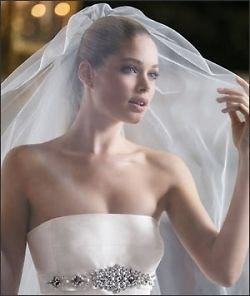 Il velo sempre romantico e affascinante.....voi che ne pensate? Www.tosettisposa.it #wedding #matrimonio #abitidasposa2014 #tosetti #tosettisposa #nozze #bride