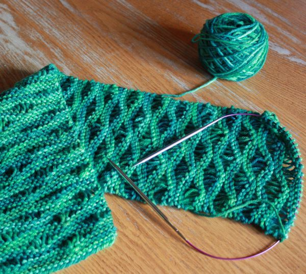Imagini pentru green knitted scarf with holes | Scarf ...