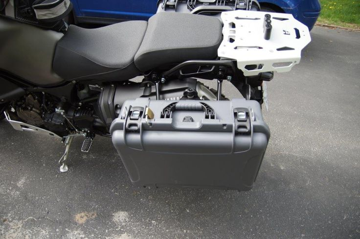 Yamaha Super Tenere 2014 ES equipped with Nanuk 940 in Graphite color.