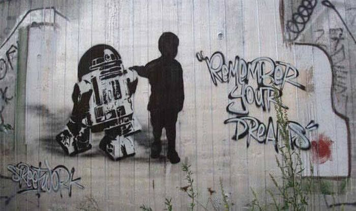 "R2-D2 Star Wars street art: ""Remember your dreams"""