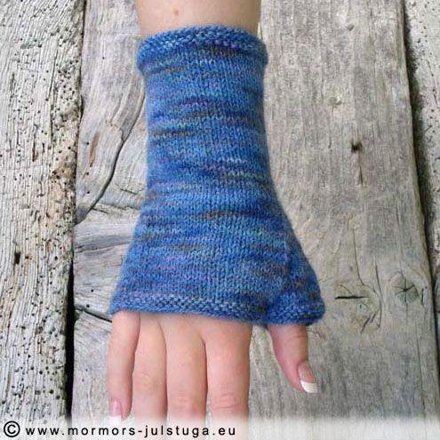 Pulsvärmare av eget handfärgat garn. Egen design.  Wrist warmers made of hand dyed yarn. Swedish handikraft.