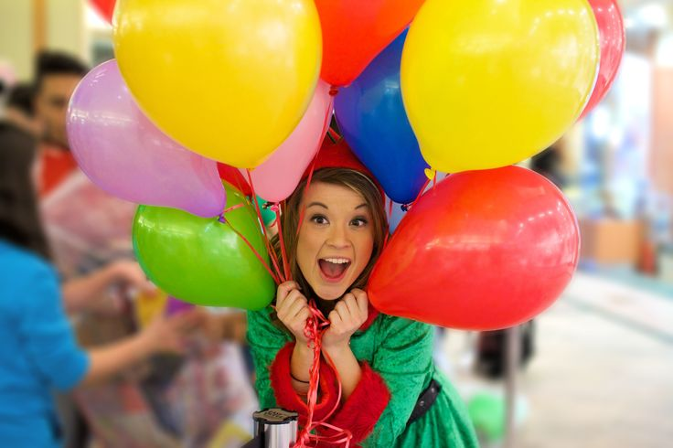 Sydney the Elf with Balloons! Hillcrest Toy Mountain 2014-12-16, 20-05-13