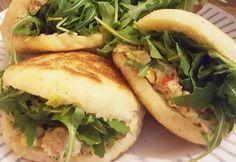 Avocado-tonijnsalade op luchtige Marokkaanse broodjes (batbot)