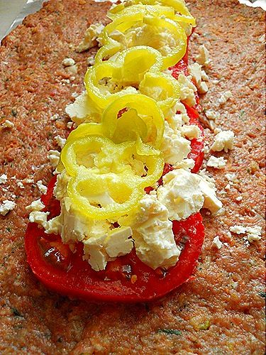 Ρολό γεμιστό με γεύση Μεσογειακή   [κιμά μοσχαρίσιο και χοιρινό (μισό-μισό)]