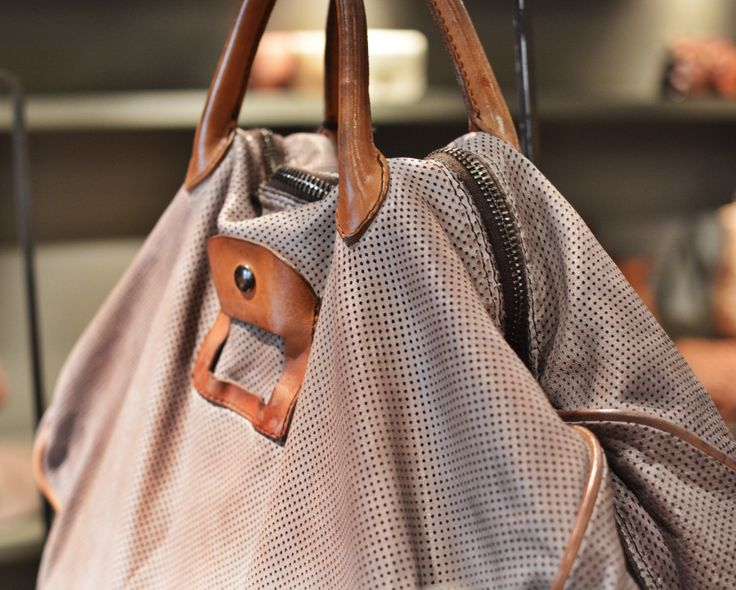 Numero 10 travel bag (available at Brussosa)