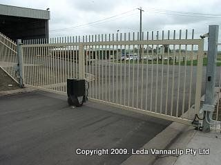 Leda's Swing gate dual leaf is constructed using mild steel hollow sections mitred and welded to shape. SHS vertical bars will be mounted at 140 cm