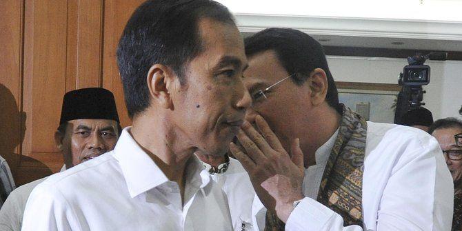 Pengamat Kebijakan Publik: Jokowi Kelihatan Lindungi Ahok dan Pengusaha  Jokowi dan Ahok  JAKARTA(SALAM-ONLINE): Pemerintah pusat tak menghentikan secara permanen proyek reklamasi 17 pulau di Teluk Jakarta. Pemerintah lewat Menteri Koordinator Bidang Kemaritiman Rizal Ramli hanya menghentikan sementara atau moratorium terkait proyek tersebut.  Bagi pengamat kebijakan publik Amir Hamzah penghentian sementara tersebut mengesankan pemerintah khususnya Presiden Joko Widodo (Jokowi) sangat…
