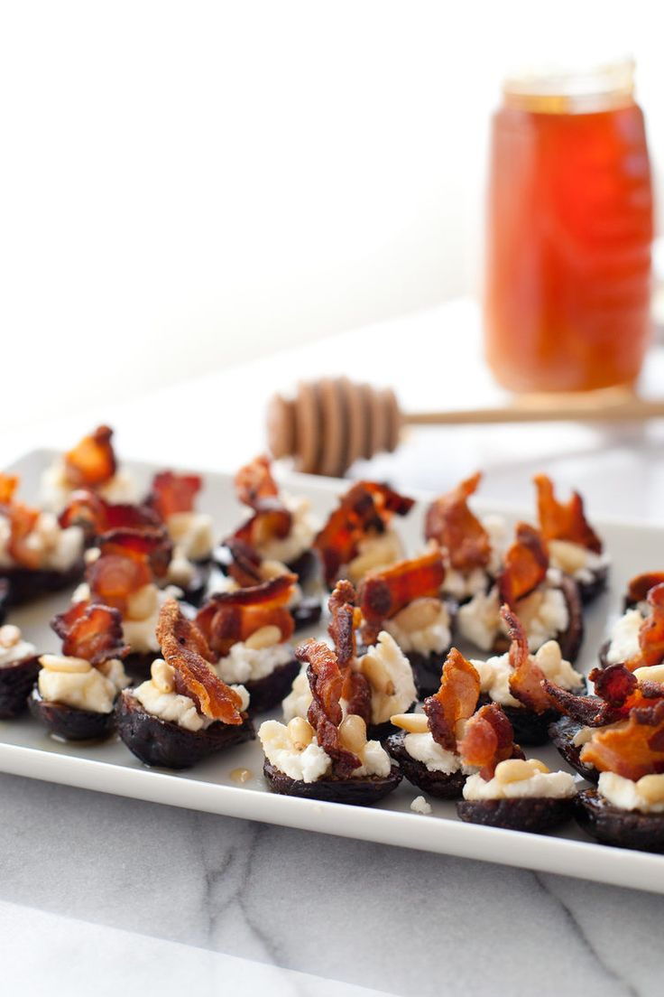 2. Goat Cheese Stuffed Figs with Pancetta #healthy #appetizers http://greatist.com/eat/healthy-holiday-appetizers