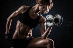 Quello che le donne dovrebbero sapere sull'allenamento con i pesi | The Zone