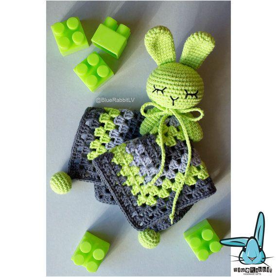 Crochet grey lawn green baby security blanket par BlueRabbitLV