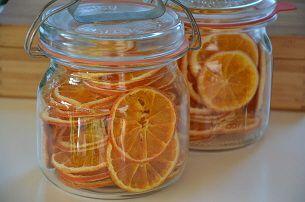 Sinaasappels drogen in voedseldroger