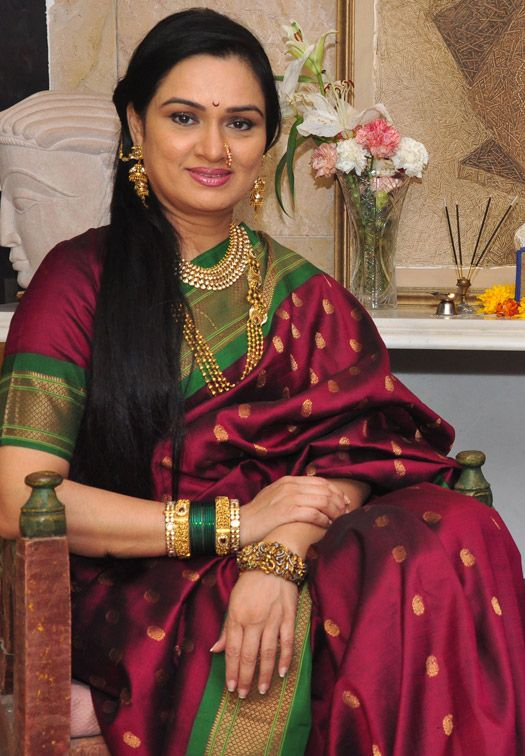Padmini Kolhapure is celebrating her birthday today!!!  iMusti wishes Padmini Kolhapure a very Happy Birthday and joyful life ahead!
