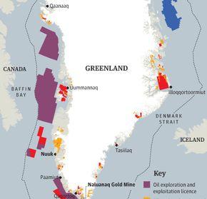 27/11/2013 Le Groënland, avec la fonte de sa calotte glaciaire a récemment pris conscience que son sous-sol abritait des ressources considérables. Selon l'Institut de recherche géologique du Groënland, il y aurait 600 000 tonnes d'uranium dans le sous-sol de l'île, la production mondiale annuelle est actuellement de l'ordre de 40 000 tonnes. Le 24 octobre 2013, le parlement groënlandais a donc donné son aval pour l'exploitation du minerai de fer et à terme de l'uranium du sous sol.