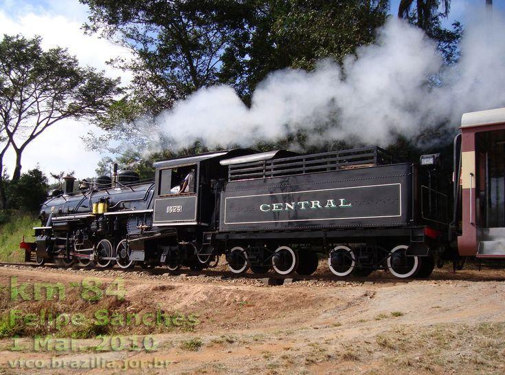 A locomotiva a vapor em plena atividade
