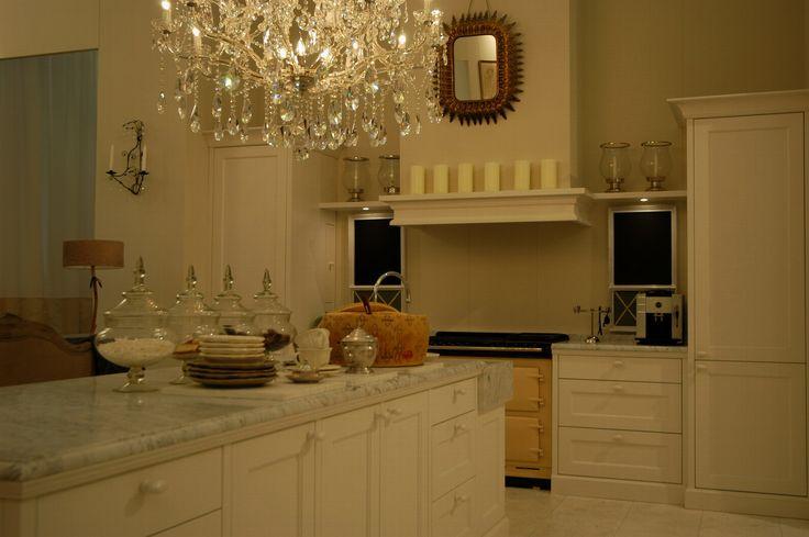 #maatwerk #keuken #thelivingkitchen #paulvandekooi #marmer #papegaaienbek #klassiek
