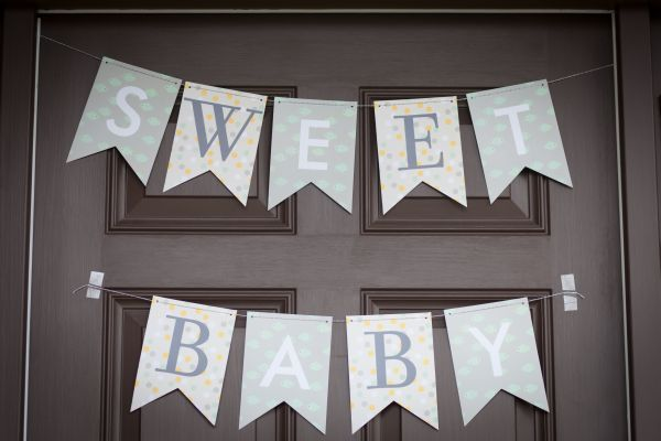baby shower flags / Molly and Jason Mesnick's gender-neutral baby shower