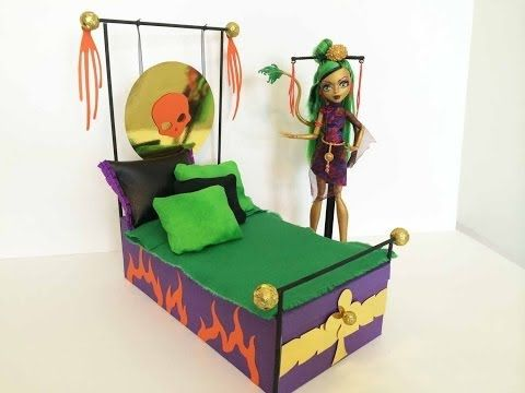 How to make a Jinafire Long Doll Bed Tutorial - Monster High; So many great tutorials for dolls