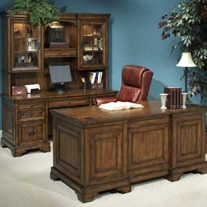 The Northern Oak Executive Desk Is A Great Size To Fit In Your Office Fully Outfitted With 2 Locking File Drawers 4 Utility And Flip Down Center