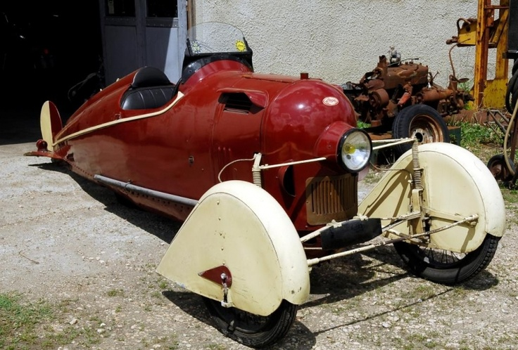 This strange looking vehicle was built by Fernand Maratuech in 1922. M. Maratuech was an amateur inventor who also constructed a steam-driven sewing machine, a motorcycle running on gas and many more. He realized that his budget would not allow him to build one of his biggest dreams: his own plane. Therefore, he looked for a compromise: a plane without wings, combining the best features of cars and planes in one vehicle.