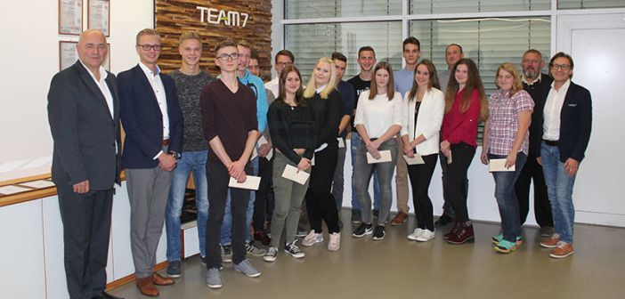 TEAM 7 Lehrlinge feiern erfolgreichen Abschluss http://www.wohnendaily.at/2018/01/team-7-lehrlinge-feiern-erfolgreichen-abschluss/?utm_content=bufferc6e36&utm_medium=social&utm_source=pinterest.com&utm_campaign=buffer