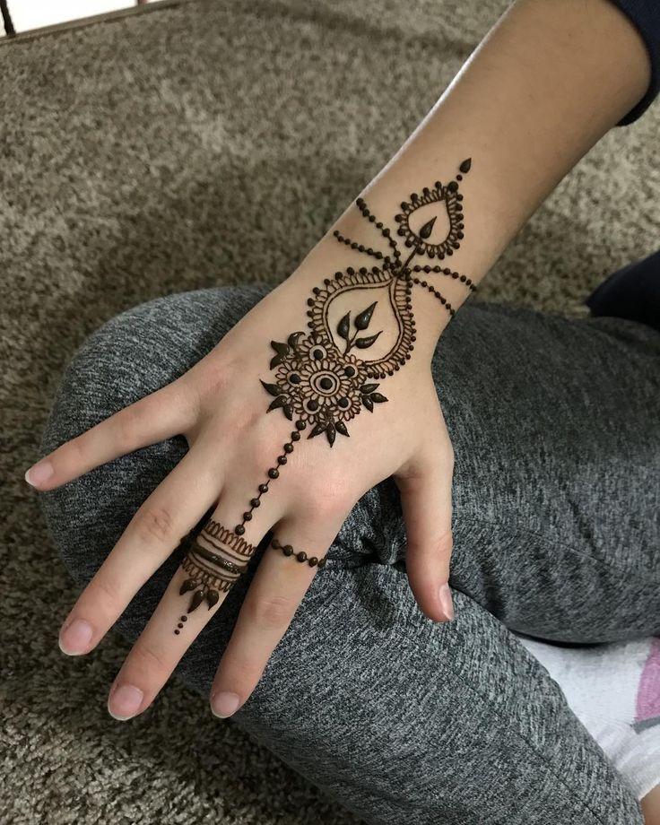 Elegant design . . . #hennadesign #hennaart #henna #hennatattoo #hennadesigns #hennadesigner #design #hennainspire #mehendi #mehndi #mehandi #art #artistsoninstagram #artist #artwork #rosetattoo #mountaintattoo #tattoos #tattoo #hennatattoos #makeuptutorial #beauty #space #artsy #photography #ink #designs #paintinng #flower #drawing