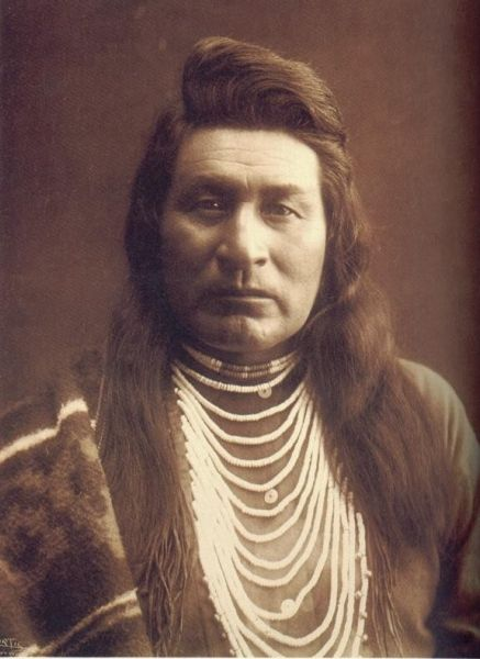 a description of how the plateau indians lived Nez percé by laurie collier hillstrom and richard c hanes overview the nez  percé  many of the almost 4,000 descendants of the tribe live on the nez percé   this violence led to the plateau indian, or yakima, war of 1855-1858.
