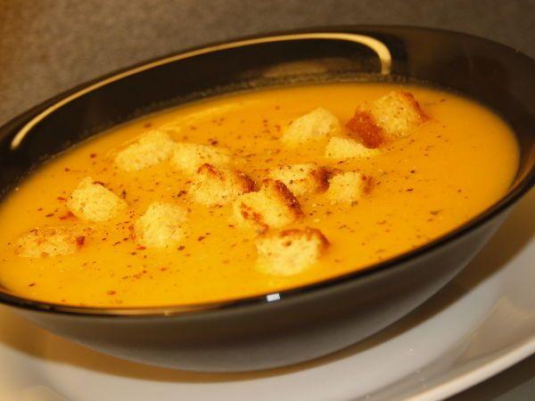 Rețetă Supa crema de morcovi si cartofi cu crutoane (de post), de - JustLoveCookinPetitchef