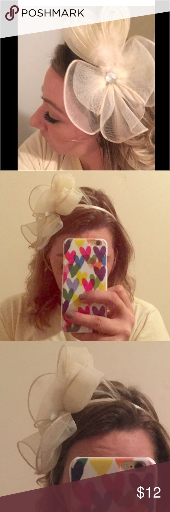 """ADORABLE """"hat head band""""!! This off white/ cream headband is too cute! It looks like a small hat on your side of the head. Totally secure with it being a headband though. Adorable and classy as can be! A must have for a party or to dress up any of your tops or dresses! It's been worn, cause I mean who wouldn't be able to wear this!!!?? But it's in GREAT shape! Accessories Hats"""