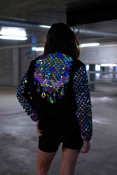 Hologram scales jacket #streetstyle