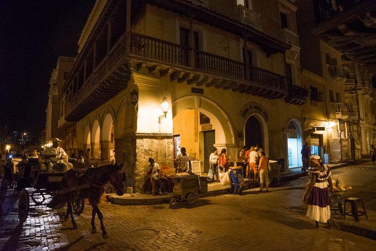 La noche de Cartagena de Indias. Puedo imaginar que era así de divertida en la época colonial.