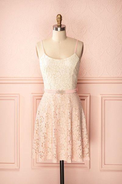 Prunette ♥ Champs de fleurs odoriférantes et dentelle se soulignent d'une…