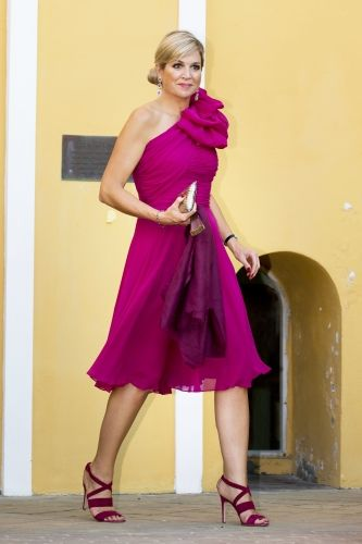 Queen Máxima in radiant orchid silk with jaunty bow on one shoulder dress.