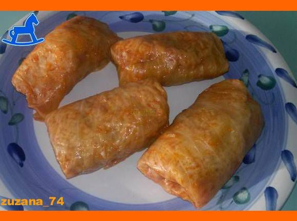 Recept Špecialita zo Zemplína. Toto je obľúbený rodinný recept užívateľky zuzana_73 z portálu Modrý Koník. Zverejnený je s jej súhlasom. Zloženie: 1 hlávková kapusta 0,5 kg mleté mäso (chudé bravčové) 1 a pol šálky ryže soľ, čierne korenie, mletá červená paprika, paradajkový pretlak, cibuľa Postup: Z kapusty si vyberieme hlúbik a hlávku dáme variť do …
