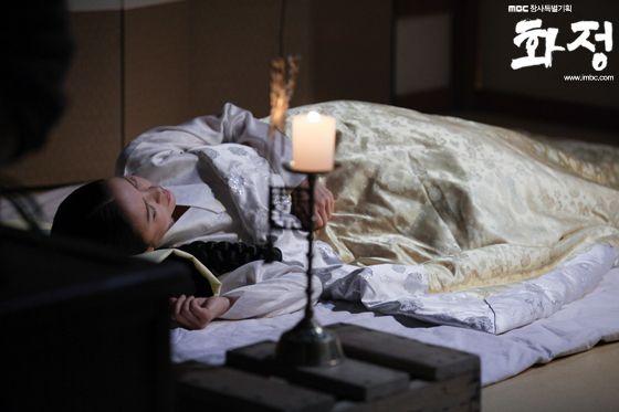 "Shin Eun-jung as Queen Inmok in Splendid Politics (Hangul: 화정; hanja: 華政; RR: Hwajeong) is a 2015 South Korean television series starring Cha Seung-won, Lee Yeon-hee, Kim Jae-won, Seo Kang-joon, Han Joo-wan and Jo Sung-ha.[1][2] It airs on MBC on Mondays and Tuesdays at 22:00 for 50 episodes beginning April 13, 2015.  The Korean title Hwajeong is a shortened version of Hwaryeohan Jeongchi (literally ""Splendid Politics"")."