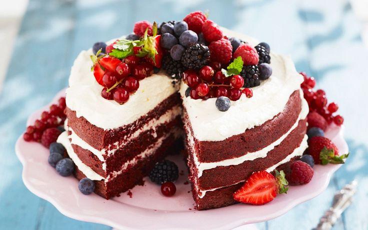 Red velvet cake är en otroligt saftig tårta som härstammar från den amerikanska södern. Red velvet betyder ju röd sammet.