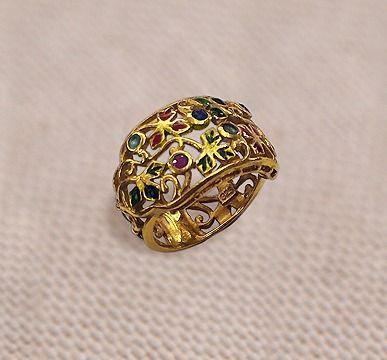 Кольцо серебро 925 вес 9,5 грамм горячая эмаль, позолота, сапфиры 2 шт. 0,1 карат, изумруды 2 шт- 0,1 карат рубины 2 шт -0,1 карат Красивое ажурное кольцо с камнями очень хорошо и богато смотрится на руке. Стоимость 14500р.  #сереьро #кольцосеребро #кольцосеребряноесаквамарином #каметист #кольцосаметистом #кольцоскамнями #кольцостопазами #кольцосбриллиантами #кольцоcссапфиром #ювелирноеукрашение #ювелирныеукрашения #ювелирныеизделия #ювелирноеизделие #ювелирныекамни #золотоеукрашение…