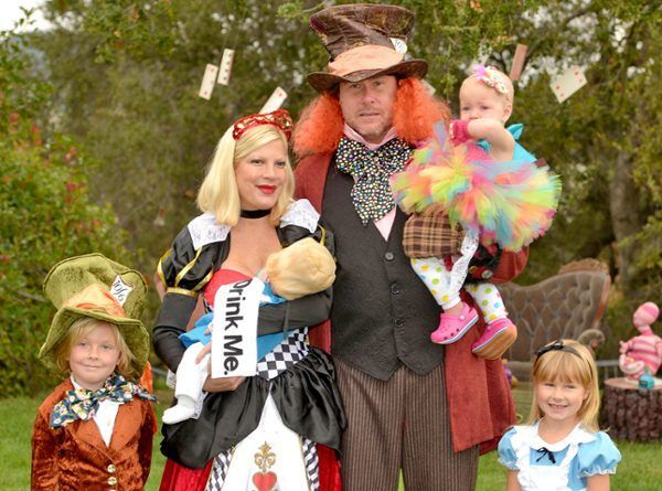 Family Halloween Costume Ideas Alice in Wonderland. Tori Spelling with family.