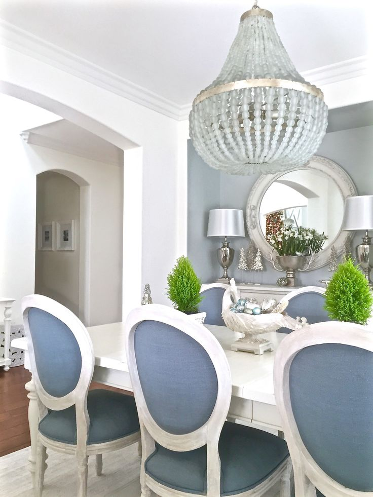 Blue and White Dining Room makeover. http://www.kristywicks.com